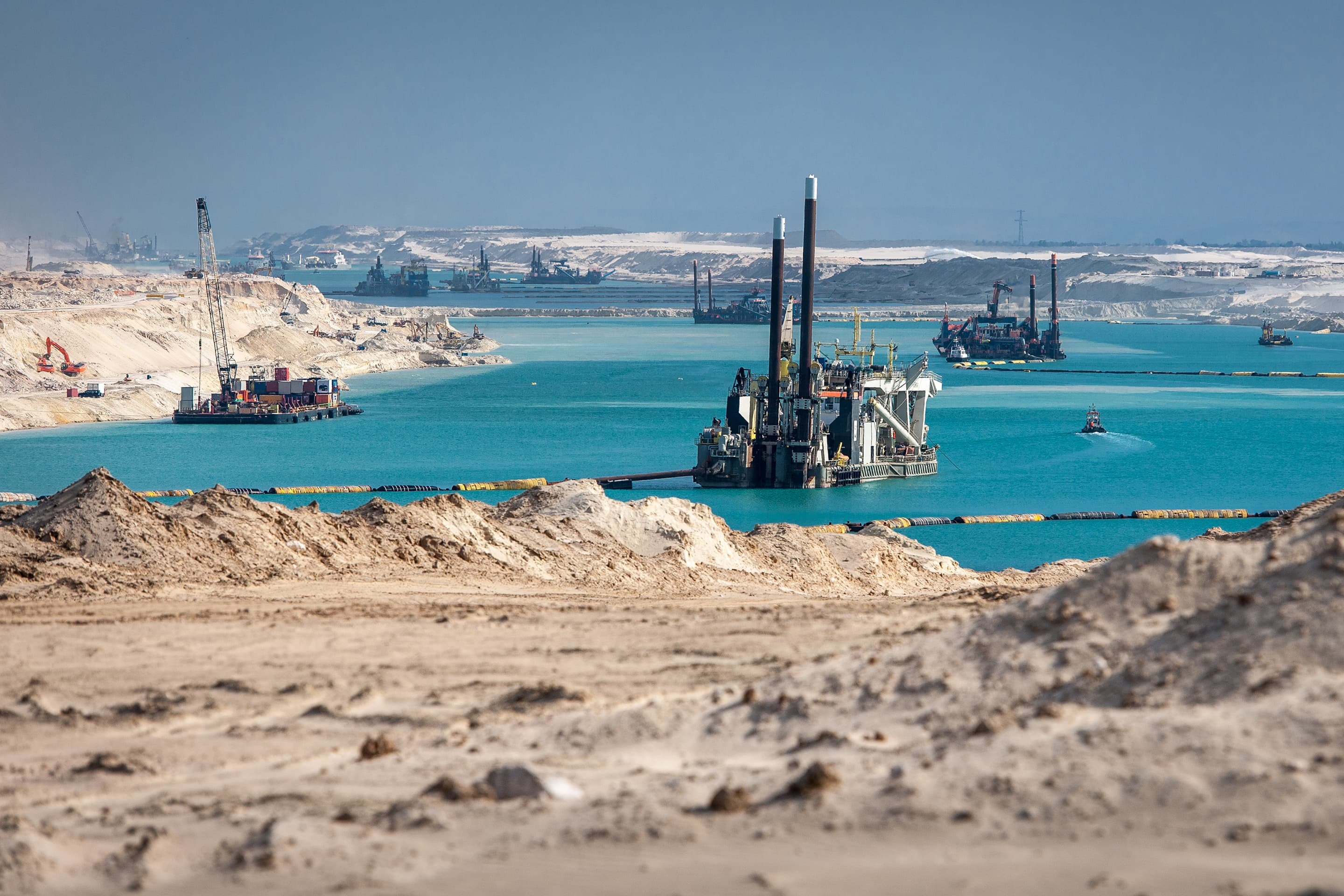 Construction the new 35-kilometer parallel canal