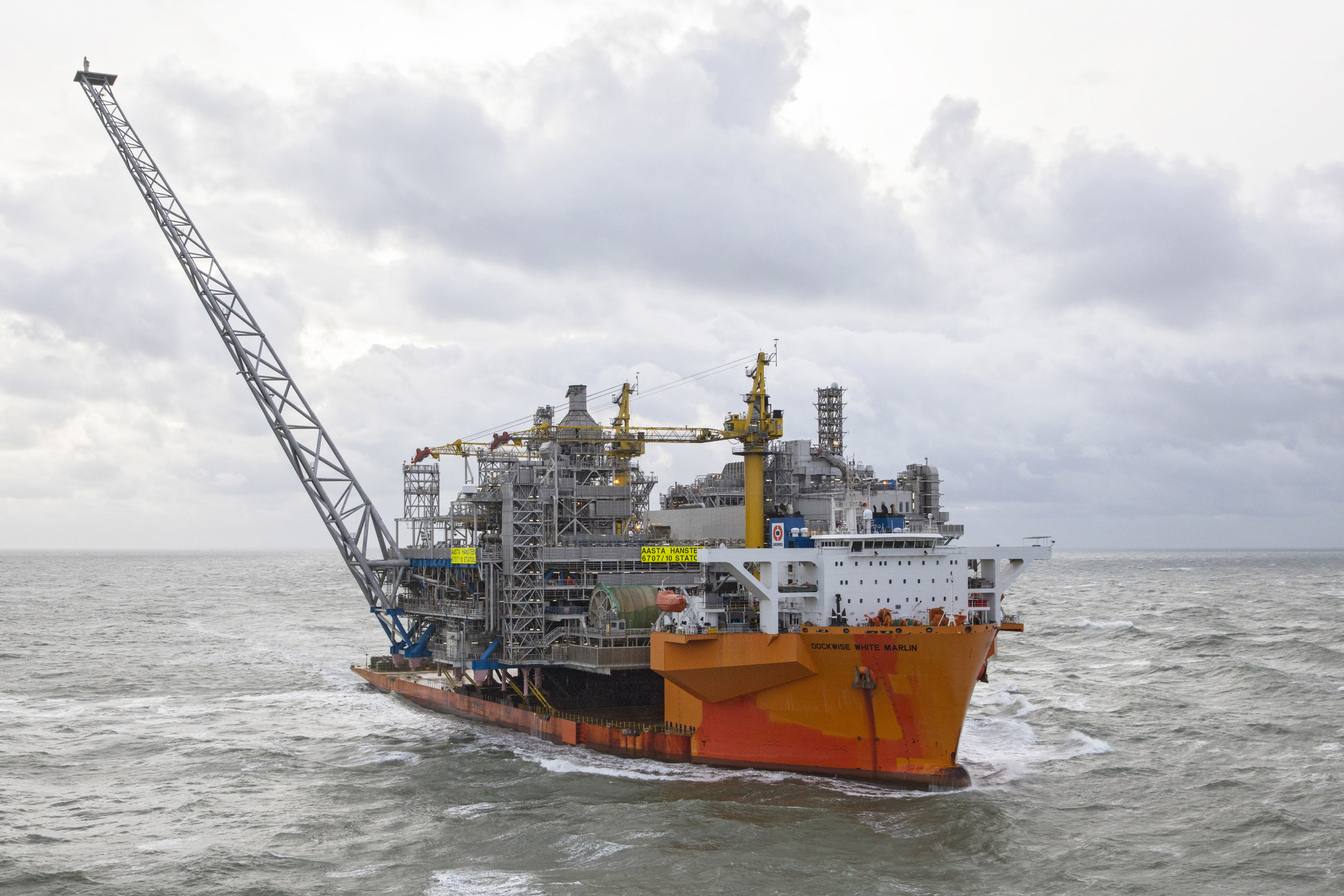 Transport of the Aasta Hansteen platform topside by the White Marlin