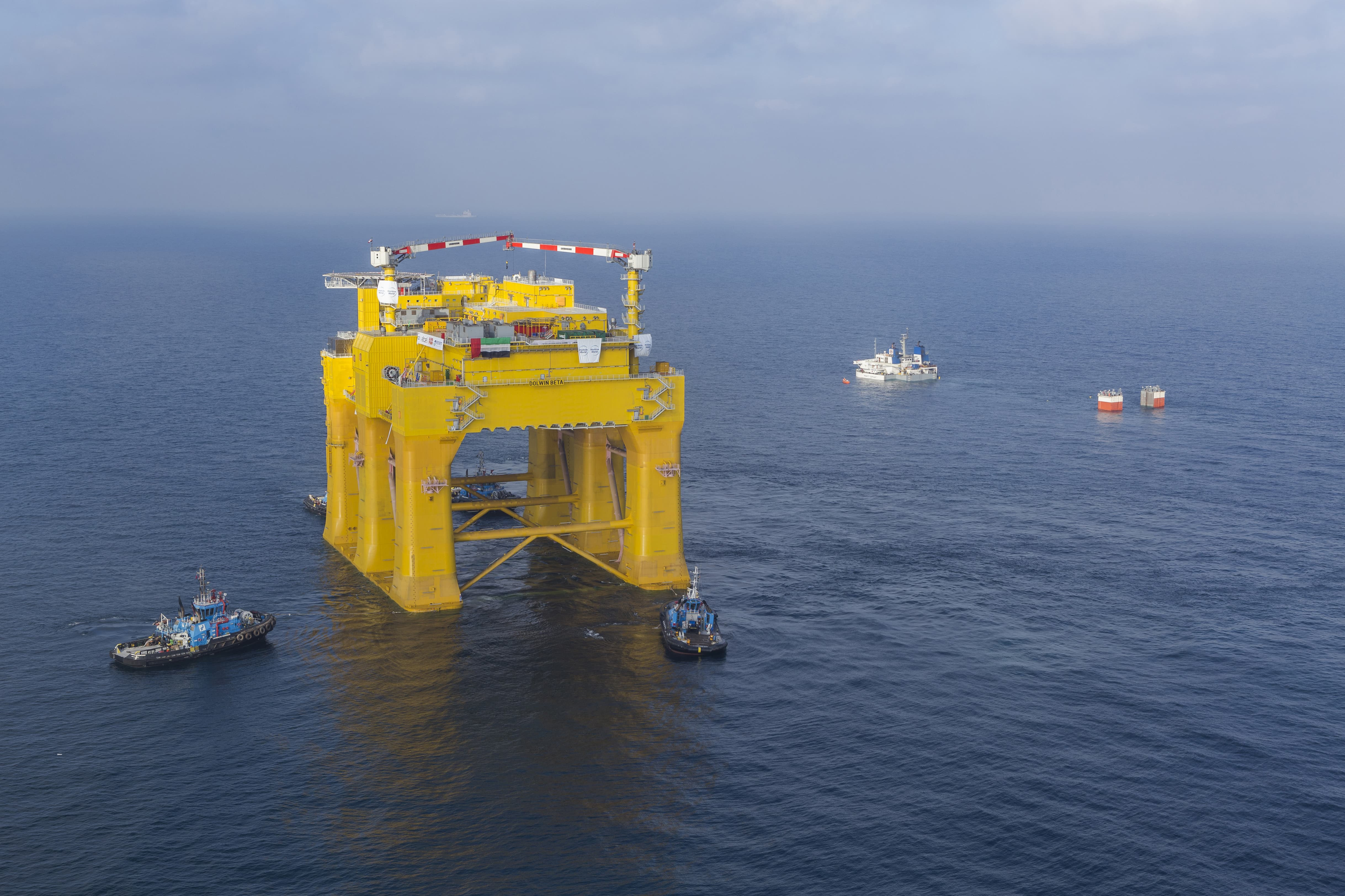 The submerged Mighty Servant 1 is ready to load the platform in Dubai