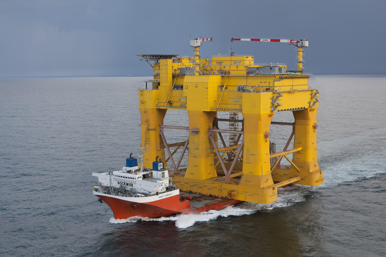 Transport of the platform onboard the Mighty Servant 1 to Haugesund, Norway