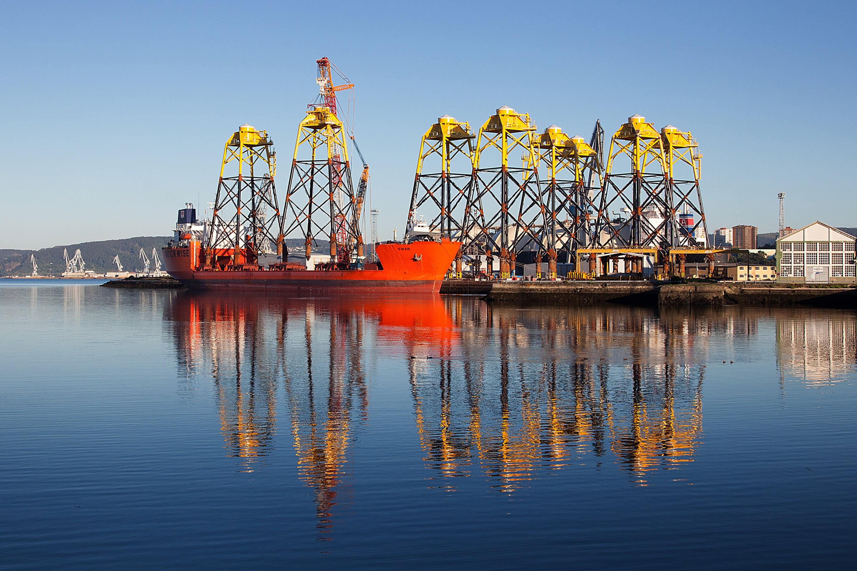 Transport of jackets by Dockwise heavy transport vessel Swan